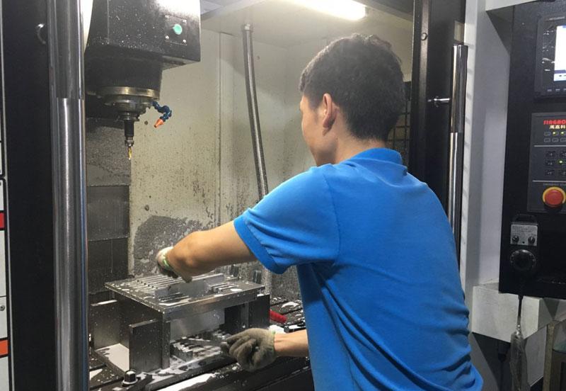 深圳铝制品料盒加工设备